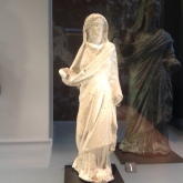 Statuette d'une reine Lagide (dynastie de Cléopâtre). Musée du Louvre.